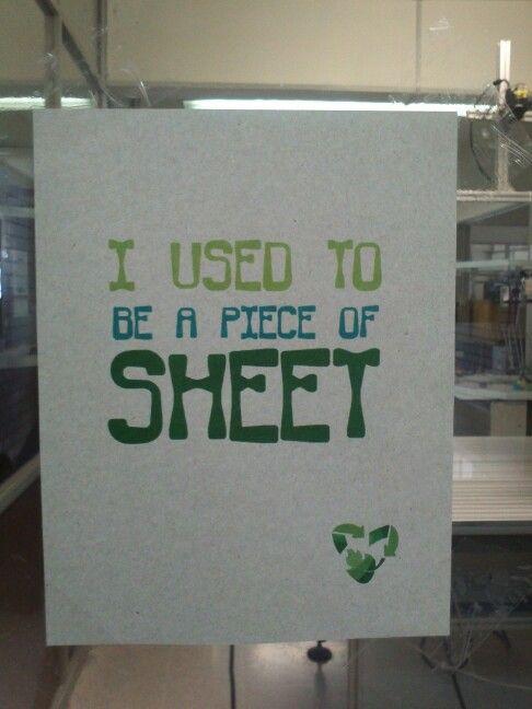 """Campaña de reciclaje """"yo solia ser un pedazo de servilleta"""". Muestra un papel con un mensaje escrito, su frase le muestra a los observadores lo que el reciclaje puede hacer, porque transformo de seguro una servilleta sucia en un papel totalmente nuevo y blanco."""