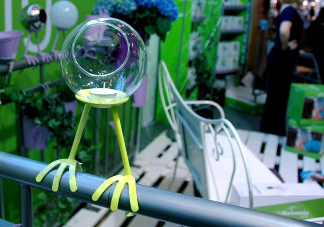 loved this one I want to have one !!!!!!   Mybalconia: Birdy T-Light  Some of us can only escape to nature on a balcony (ok, fire escape). This little tea light holder screws on to metal rod like surfaces to add a little ambiance to the urban experience.