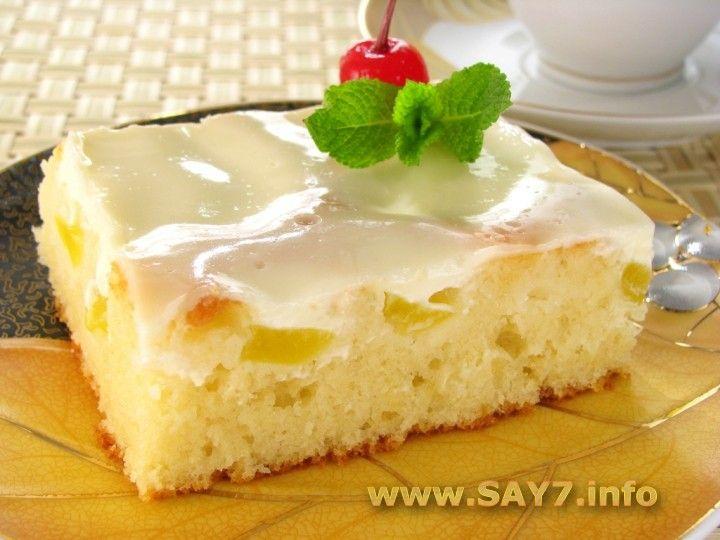 Персиковый пирог200 г сахара 2 ч.л. ванильного сахара 200 г сливочного масла или маргарина 5 яиц 50 мл молока 250 г муки 2 ч.л. разрыхлителя (или 1 ч.л. гашеной соды) 800 г консервированных персиков (или абрикосов)