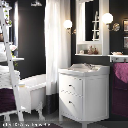 Damit Die Wandgestaltung In Anthrazit Nicht Zu Aufdringlich Ist, Sorgen Der  Weiße Waschtisch, Der