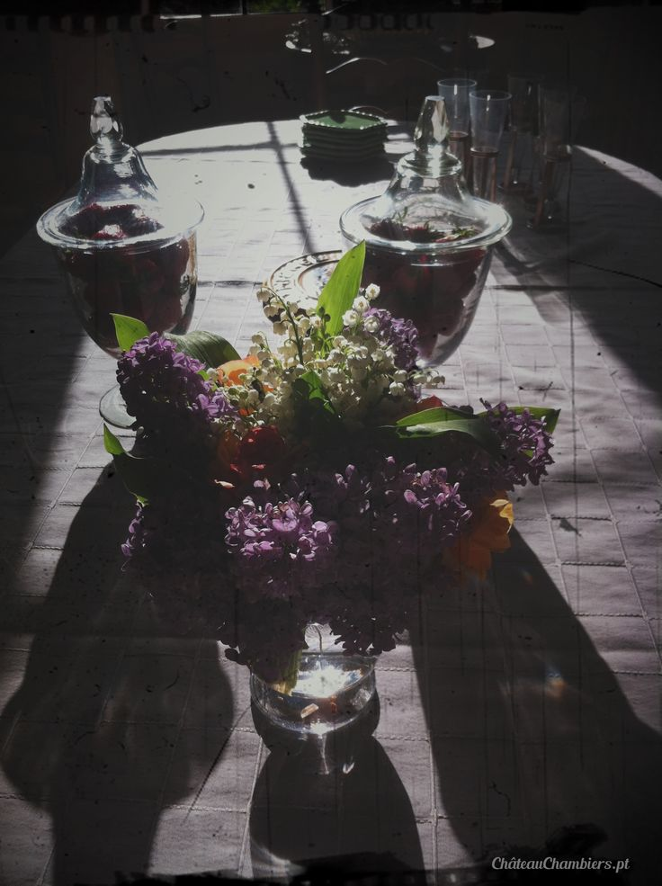 #flowers #inspiration #table #arttable #ideas #strawberries #white #purple #lilac