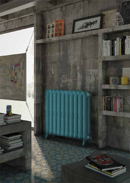 I stedet for at lade sig irritere over et grimt varmeapparat, så integrer det i indretningen! Et varmeapparat kan enten skjules bag en radiatorskjuler, og det kan være en rigtig køn løsning, men det tager lidt af varmen, så hvorfor ikke male din radiator.