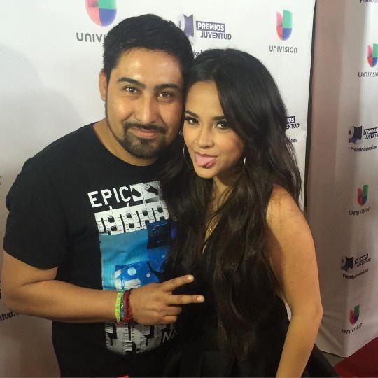 tepetl57: me les caso me les pinches caso  estoy enamorando de iambeckyg !!!!!!!!! ❤️❤️❤️❤️❤️ #PremiosJuventud2015 #premiosjuventud univisionpremios #univision #miami #comotunohaydos #beckyG