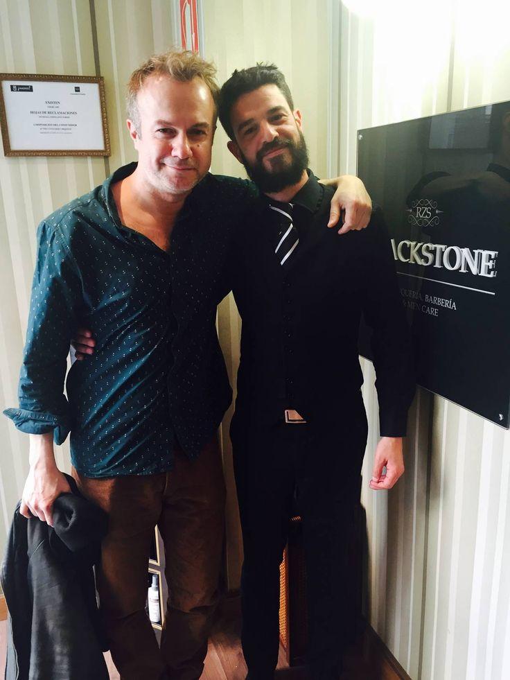 Nueva visita > #CelebsBlackstone en Lagasca 101 Recientemente nuestro amigo, el actor Tristán Ulloa, nos ha visitado para vivir la experiencia Blackstone… ¿Te animas a vivirla tú también? ¡Te esperamos! #Barbería #Peluquería