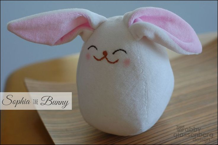 Easy-to-sew Sophia the bunny soft toy with free printable template and step-by-step (photo)tutorial from While She Naps.
