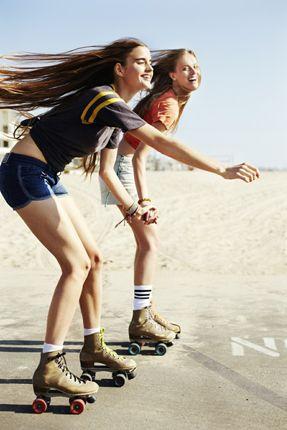 Pattinare costituisce una pratica estremamente efficace per tonificare i muscoli di gambe e glutei in particolare, ma anche quelli di dorso e braccia perché coinvolti nella fase di slancio durante la scivolata. La ricerca continua di stabilità rappresenta anche un ottimo esercizio per i muscoli del core, ossia le fasce muscolari centrali del corpo (muscoli addominali, lombari e pelvici). #sport #pattini #rollerblade