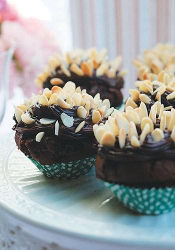 Cupcake de brigadeiro com amêndoas