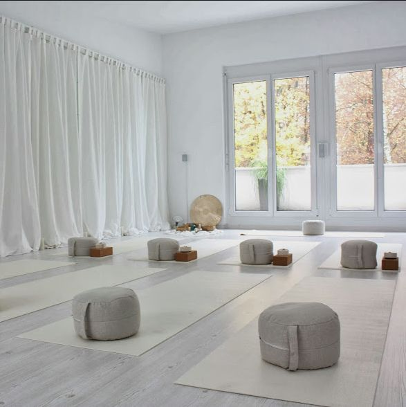 Yoga Meditation Room. Shadow Uamp Light On Zen Deck Garden Plant ...