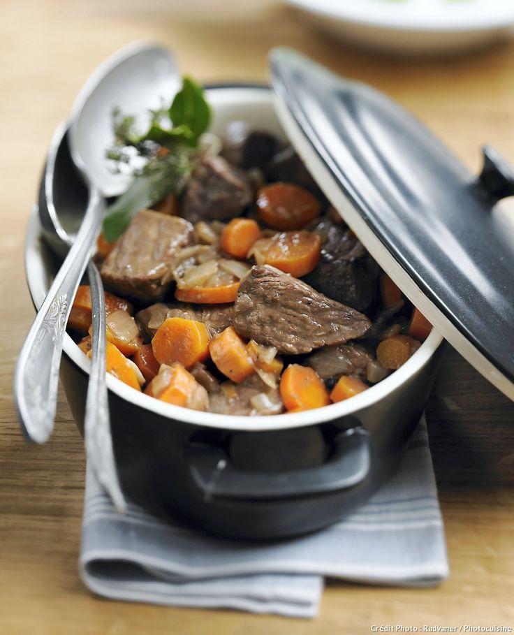 Boeuf carotte traditionnel - Découvrez comment réaliser facilement une recette de bœuf carotte avec Régal. Une préparation simple qui demande juste un peu de temps.