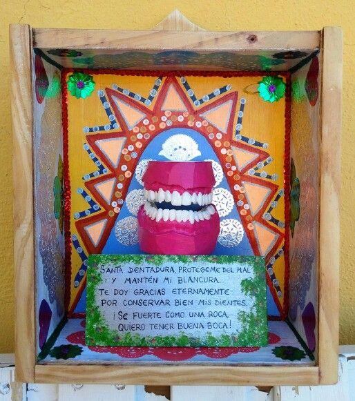 Santa dentadura. Caja de madera, técnica mixta. 23X25X11cm