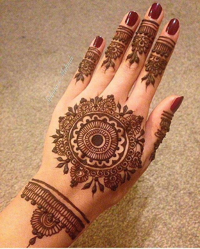 323 best round mehandi designs images on pinterest henna tattoos hennas and mehendi. Black Bedroom Furniture Sets. Home Design Ideas
