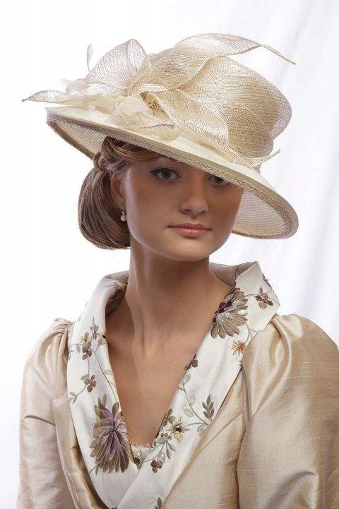 Krémovo - zlatý klobúk K26 - Svadobný salón Valery