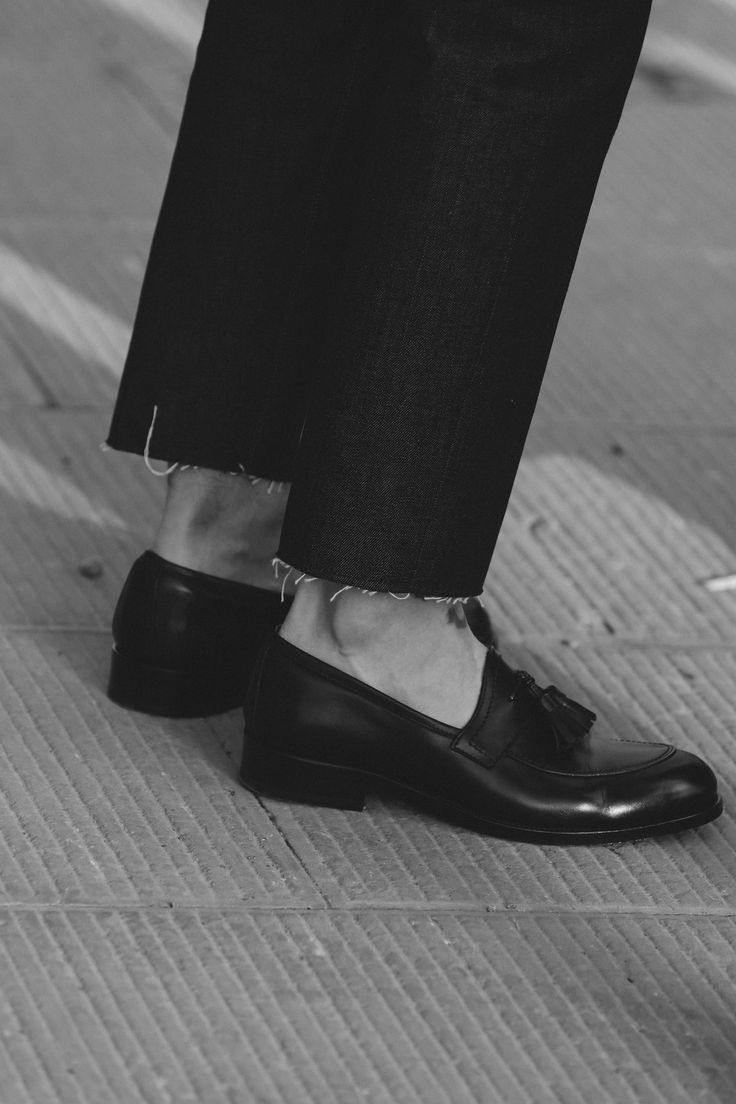 Raw edged denim + smart shoe