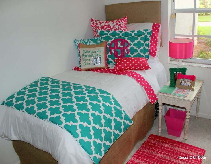 Teal and hot pink dorm room designs 2014dormroom colorfuldorm collegebound decor2urdoor - Hot pink room ideas ...