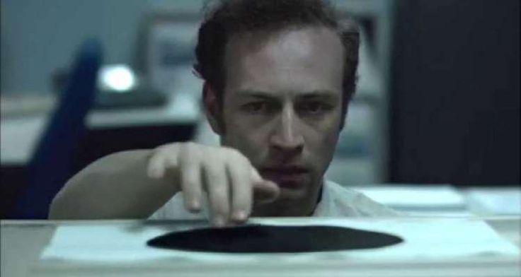 «Μαύρη τρύπα»: Μια εξαιρετική ταινία μικρού μήκους για την απληστία (Βίντεο)