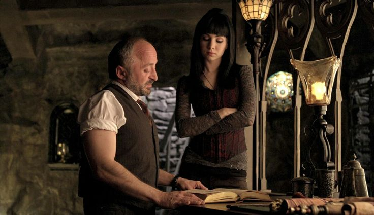 Rick Howland as Trick and Ksenia Solo as Kenzi - Lost Girl S1E10 - The Mourning After - Screencap by Dragonlady981