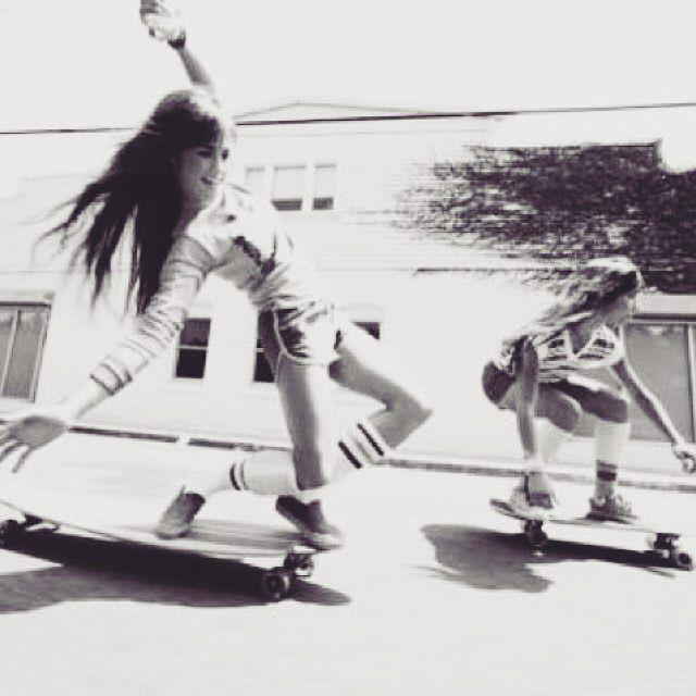 #oldschool #oldschoollongboard #skateordie #longboard #retrophoto #longboarding #longboarddancing #streetsurfing #streetsurf #longboardtour #longboardlife #longboardart #longboardsurf #longboardgirl #mallorca #surf #surfing #surfer #surfskate #christmas #standup #sup #standuppaddle #tryp