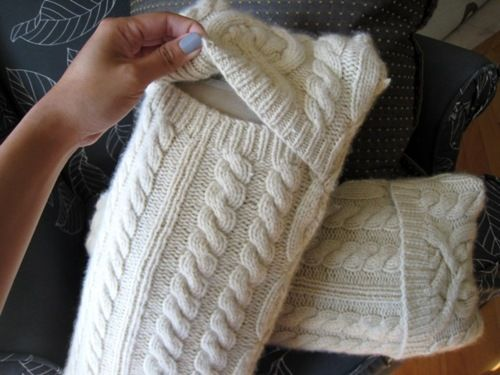 DIY: Chunky cable knit sweater pillow Pillows in chunky knits are pretty popular these days (Pottery Barn Crate \u0026 Barrel Nordstrom) and I wanted some of ... & Best 25+ Sweater pillow ideas on Pinterest | Diy throw pillows ... pillowsntoast.com