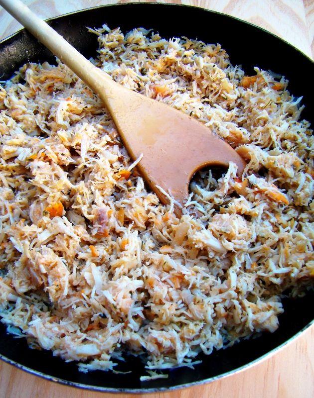 Como fazer recheio de frango desfiado (para tortas, salgadinhos, pastéis etc.)