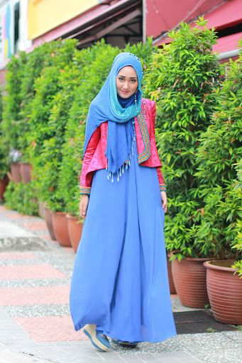Love this flowing, modest and very seasonal hijab / modest dress!