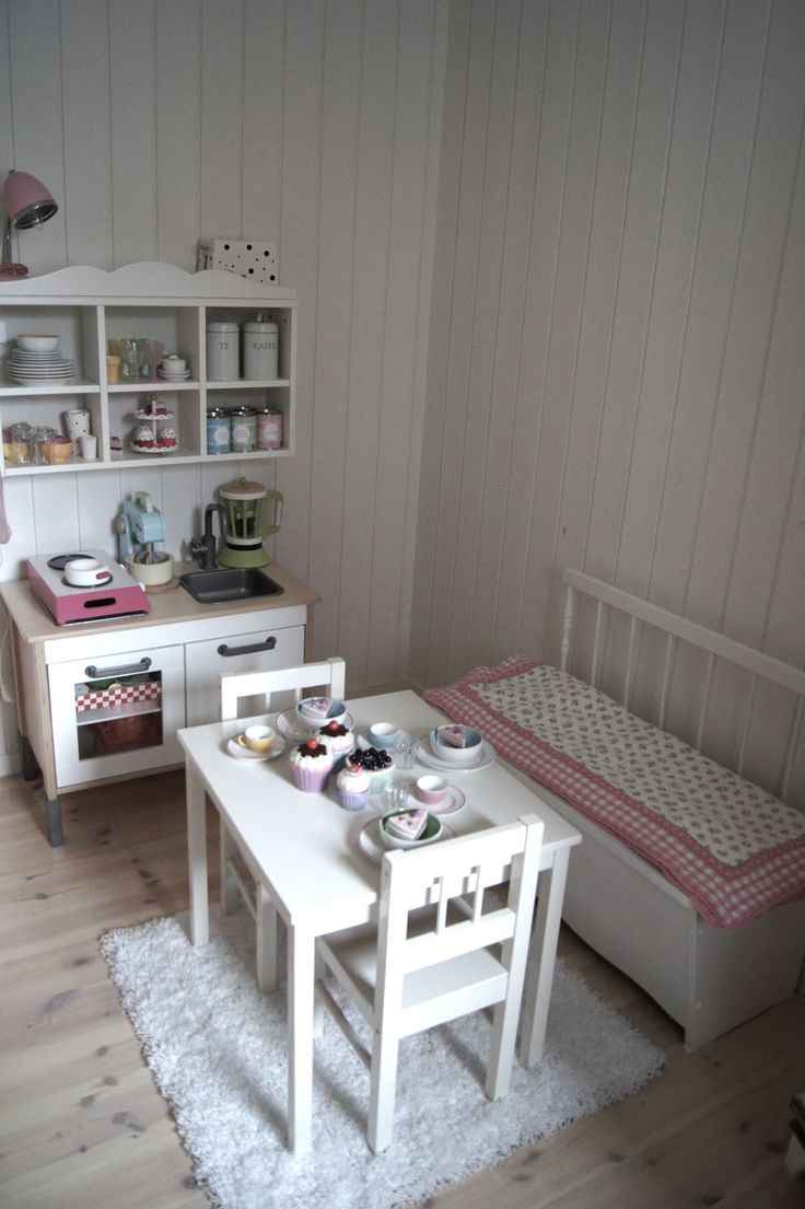 furniture ideas for inside the playhouse... the bench is very cute...