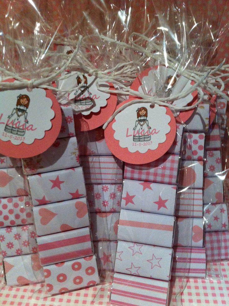 paquetitos de chocolatinas decoradas y personalizadas. etiquetas comunión