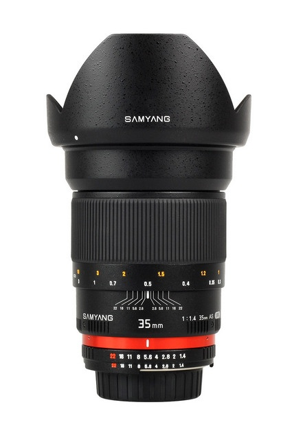 Samyang 35 mm f/1.4 AS UMC  Samyang 35 mm F1.4 AS UMC was constructed to fit most popular reflexive cameras with small sensors. 35mm focal length has universal applications.