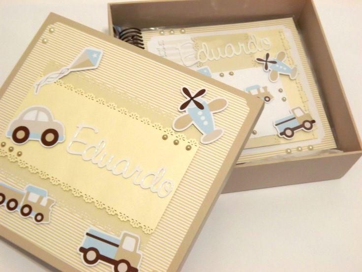 Lindo diário do bebê para você registrar o crescimento do seu bebê, desde o nascimento até completar 1 aninho. Acompanha caixa em mdf pintada e decorada de acordo com a capa do diário.