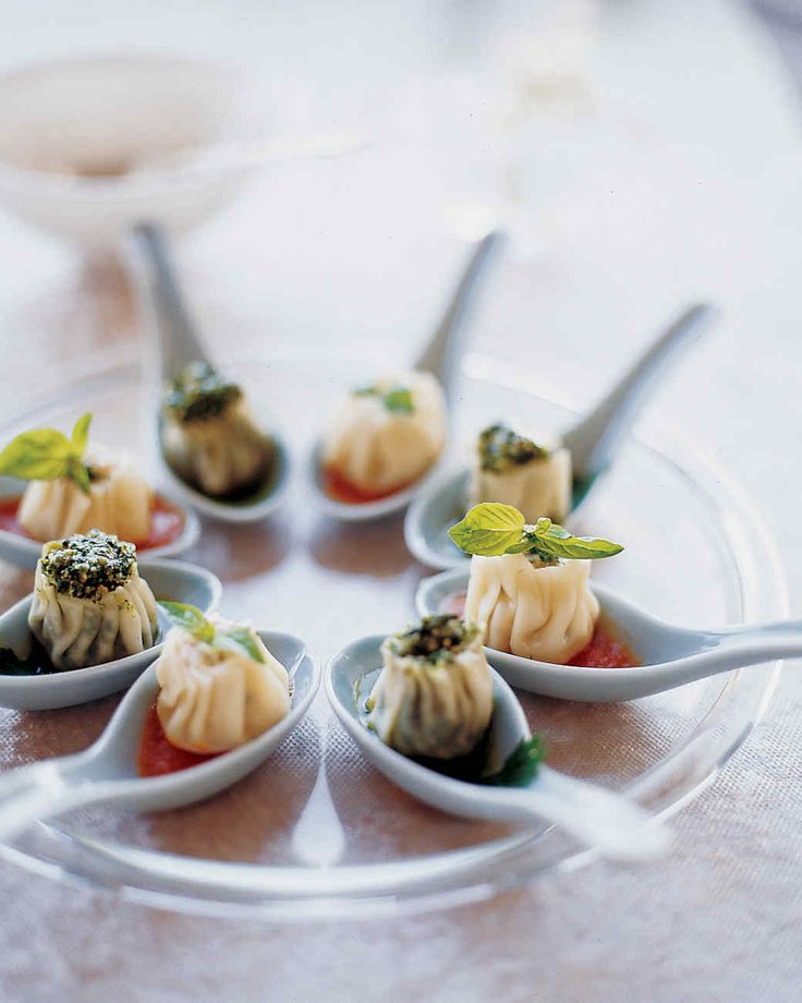 These dumplings make elegant hors d'oeuvres when served in individual Chinese soup spoons.