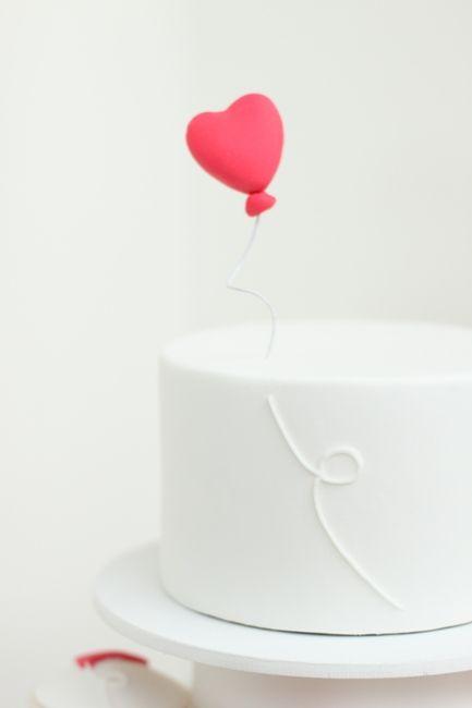 Heart Balloon Cake   http://hello-naomi.blogspot.com/2011/02/happy-valentines-day.html