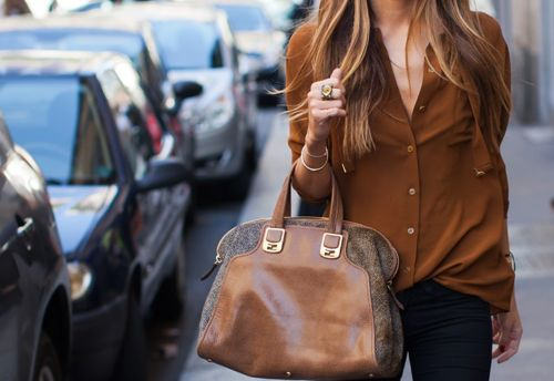 <3: Blouses, Bohemian Fashion, Style, Shirts, Brown Bags, Colors, Outfit, Buttons, Leather Bags