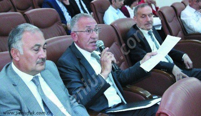 Bugün yapılan belediye meclis toplantısında ipler iyice gerildi.. AK Parti Belediye Meclis üyesi Yusuf Kalay, diğer AK Partili meclis üyelerinden Hasan Pınarcık'ın dünkü meclis toplantısında 'Boş oy', Fevzi ..