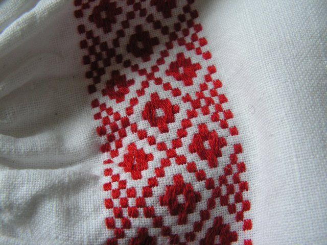 lithuanian embroidery on linen fabric