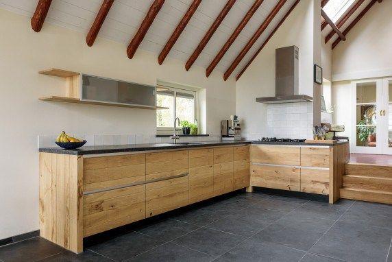 JP Walker Landelijk eiken keuken met boekenkast