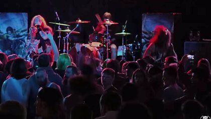 """Video: SOULFLY Performs 'Carved Inside' In Petaluma Video: SOULFLY Performs 'Carved Inside' In Petaluma        Video footage of  SOULFLY  performing the song  """"Carved Inside""""  on December 11 at the Phoenix Theater in Petaluma California can be seen below (courtesy of  Capital Chaos TV ).         SOULFLY  will embark on a European headlining tour in early 2016 in support of  """"Archangel"""" .         SOULFLY  tapped  Mike Leon  ( HAVOK ) to play bass on the band's recent North American headlining…"""