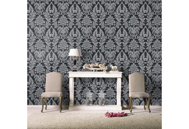 Diese Tapete besticht durch die grau/schwarzen Ornamente. Sehr edles Design, welches im Schlafzimmer oder Wohnzimmer Highlights setzt.   #Tapete #Tapetenidee #Wanddekoration #Schlafzimmer #Wohnzimmer #Esszimmer #Küche #Ornamente #edel #klassisch  #Hertie