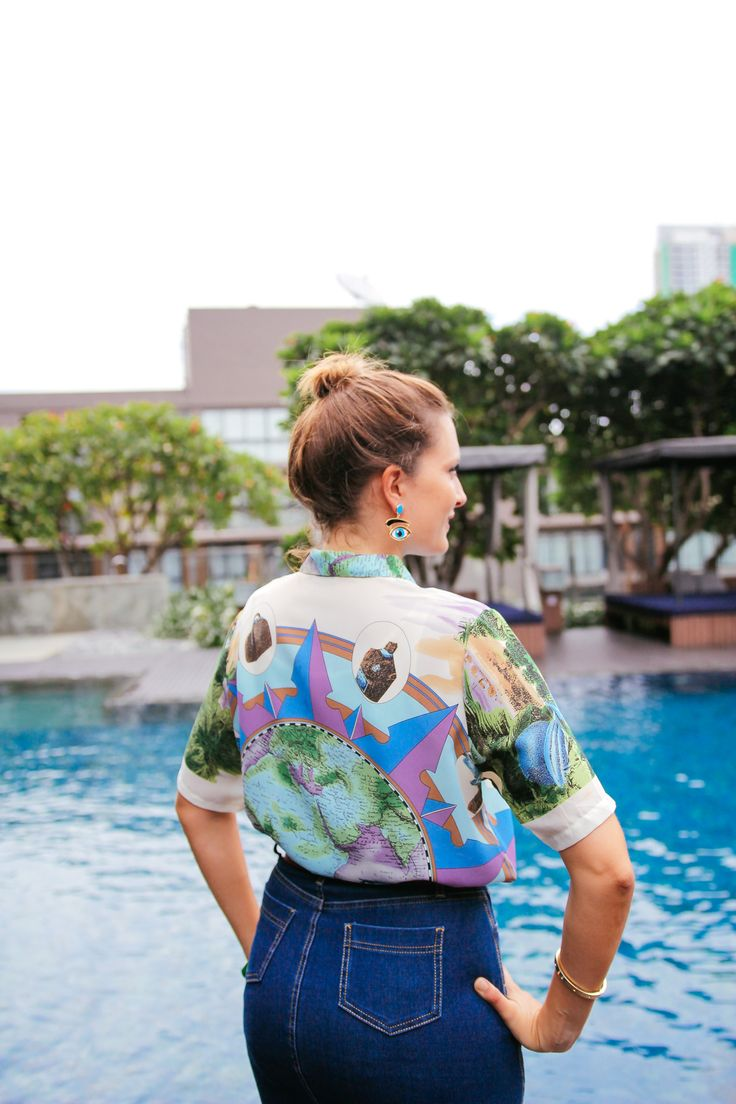 This shirt is the ultimate wanderlust uniform! The print is all about travelling and adventures, featuring jungle and safari theme. Vintage Era: circa 1970s // Found in: Tokyo ………………………………………. #vintageshirt #planetshirt #wanderluststyle #vintage #danielaguido #travelstyle #traveloutfit #traveloutfits #vintagetop #70sstyle #70sshirt #70sfashion