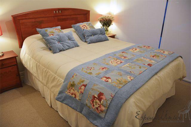 Bello conjunto de piecera y cojines de www.espaciounico.cl