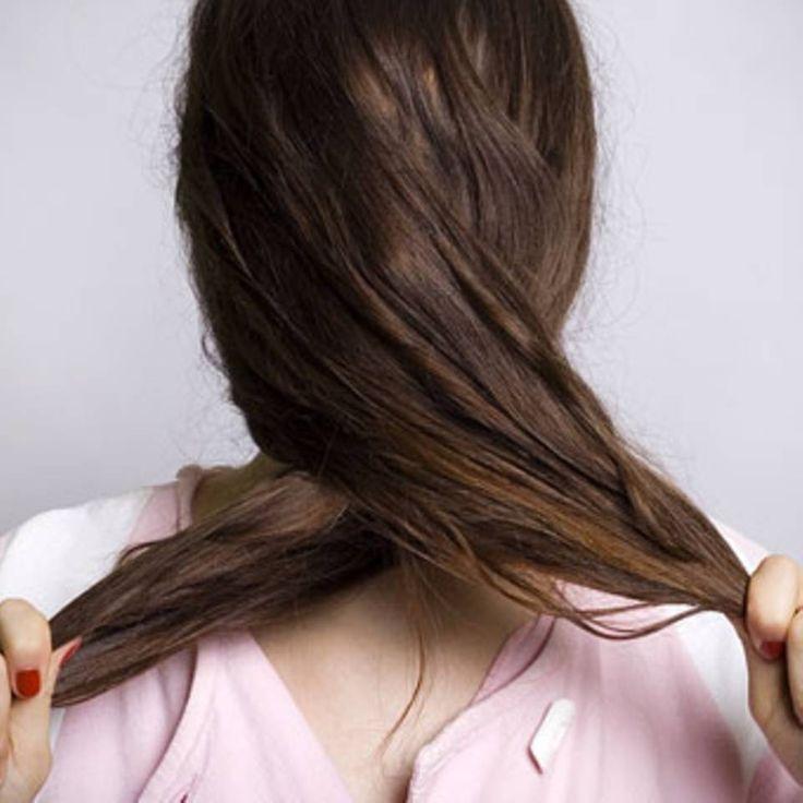 """Trockene und strapazierte Haare? Das hilft! - """"Wer trockene und strapazierte Haare hat, benötigt die richtige Pflege. Aber was hilft? Wir haben die besten Tipps für sprödes Haar."""""""