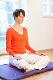"""Die Meditationshaltung. Aus: """"Achtsamkeitsmeditation"""", TRIAS Verlag. ©Dominique Loenicker, Stuttgart"""