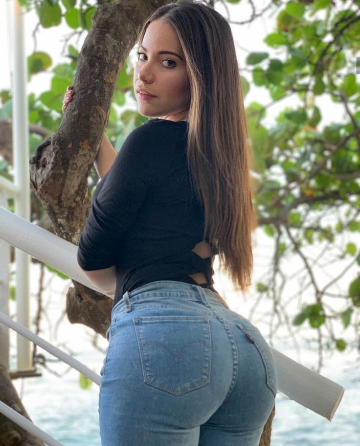 Just a whole bunch of bubble butts on instagram to admire