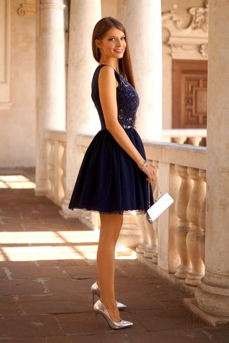 Tiulowa granatowa sukienka z cekinową górą.  Navy blue tulle dress