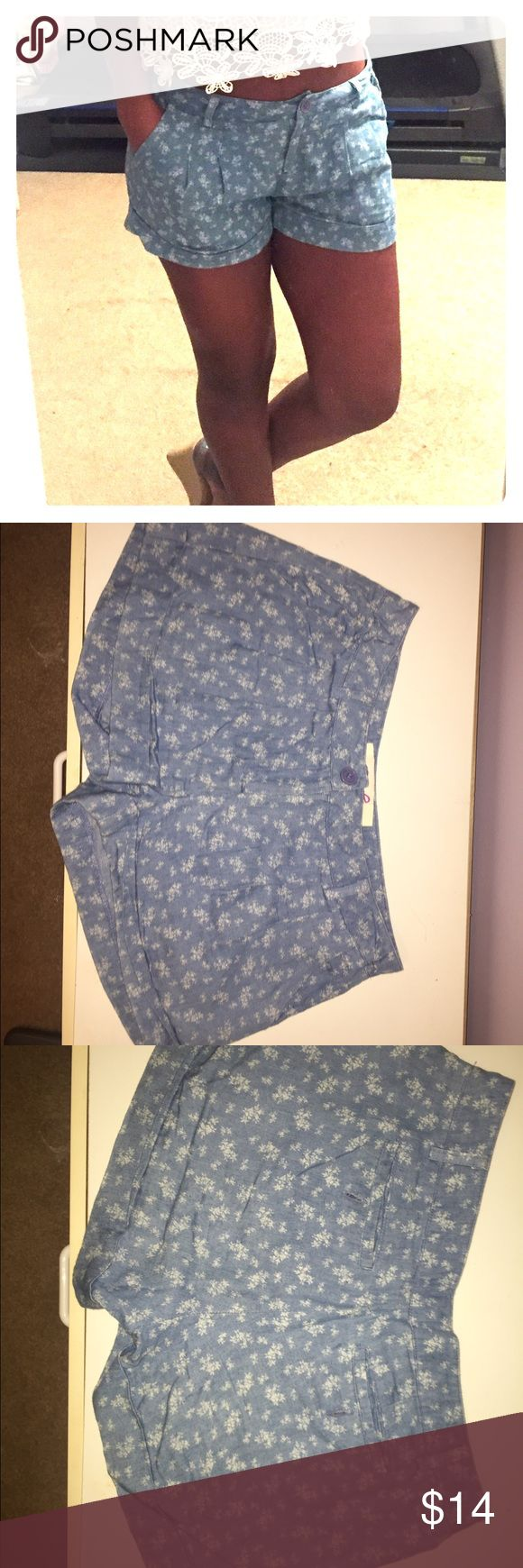 Light Blue Print shorts Light Blue shorts with a white floral print. Short are light weight and very comfortable. Pockets in both front and back Francesca's Collections Shorts