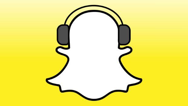 Ξεκινώντας από iOS, οι Snapchat χρήστες έχουν μπορούν να αναπαράγουν την αγαπημένη τους μουσική και ταυτόχρονα να την ενσωματώνουν στα βίντεο snaps τους. - #SocialMedia #Snapchat #iOS