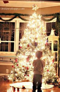 How to take awesome christmas tree pics with the big glowy effect --Christmas card ideas, holiday card ideas #christmas