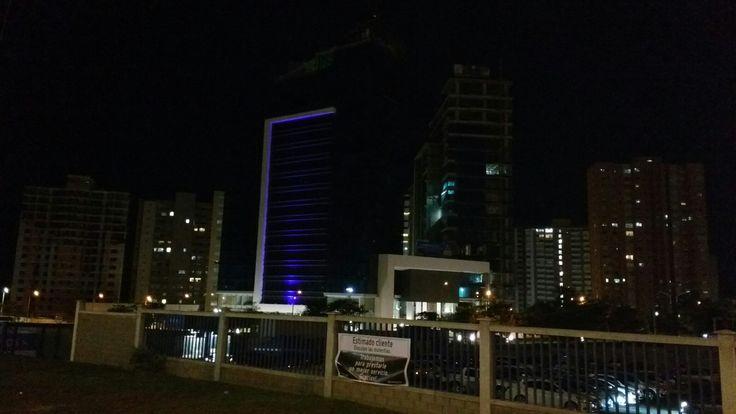 Vista Nocturna de Barranquilla, desde el parqueadero de Home Center
