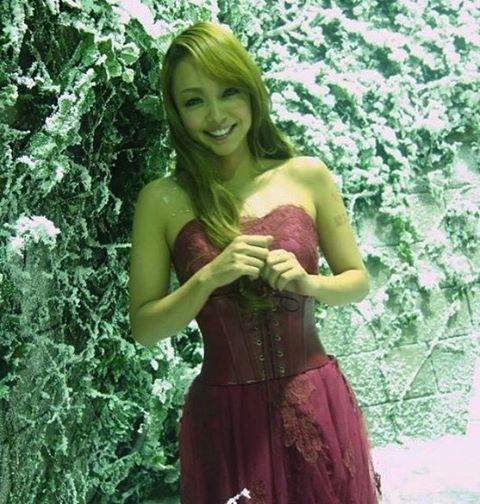 """いいね!470件、コメント1件 ― ✨安室ちゃん✨さん(@namie_amuro_love2000)のInstagramアカウント: 「かなり美しいそして癒される笑顔この写真好きなので載せちゃいます✌️✨Japanese great songstress """"NAMIE AMURO""""✨✨Please enjoy her…」"""