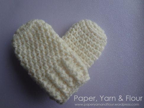 Baby mittens ~ Free crochet pattern