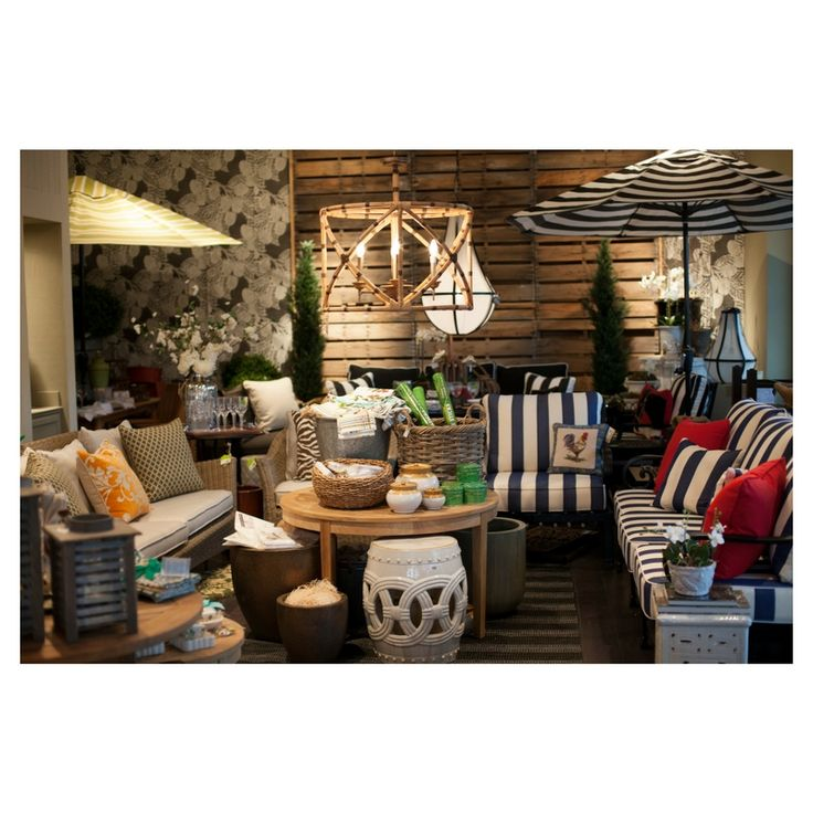 @digshomeandgarden #outdoorliving #outdoorfurniture #outdoor #patio # Umbrella #accessories #shopthelook