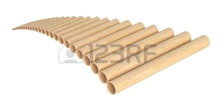 Panamericana de tubo flauta o pan panflute aislado en fondo blanco Foto de archivo